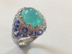 碧璽戒指  Paraiba Ring  12.93ct sapphire 24 pcs 7.83cts diamond 83pcs 1.50cts white 18k gold 7.47g ( 3-14-2014 ) REAL JEWELRY 。