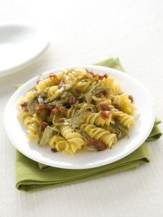 Per un primo piatto in cui la pasta si unisce ai carciofi e alla carbonara di prosciutto. Scopri la ricetta con Sale&Pepe.