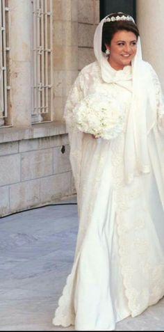 Princess Ayah bint Faisal wedding. #amman #Jordan Royal Wedding Gowns, Royal Weddings, Wedding Dresses, Wedding Bouquets, Royal Tiaras, Royal Brides, Lace Veils, Wedding Pictures, Princesses