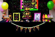Fiesta Neon 80 partido del patín por LillianHopeDesigns en Etsy