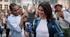 Pepsi and Kendall Jenner Co-opt the Resistance to Sell You Soda Kris Jenner, Kendall Jenner Ad, Kylie, Robert Kardashian, Khloe Kardashian, The Simple Life, Kardashian Kollection, Pepsi Advertisement, Advertising