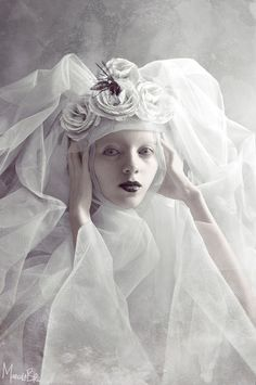 The beautiful and dark fantasy artwork of Marcela Bolívar - a digital artist who combines photography, sculpture and digital image manipulation to create a unique form of creative expression. Ice Queen, Snow Queen, Foto Fashion, Fashion Art, Rococo Fashion, Dark Beauty, Mode Russe, Shades Of White, Black And White