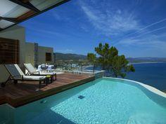 Pool ist da, der Himmel ist blau, der Tisch gedeckt. Worauf wartest Du? http://www.lastminute.de/reisen/3563-65846-hotel-lindos-blu/?lmextid=a1618_180_e30