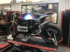 Best Motorbike, Custom Motorcycle Helmets, Cruiser Motorcycle, Custom Motorcycles, Cafe Racing, Auto Racing, One Cafe, Bmw K100, Street Bikes