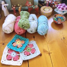 Spring Flower Granny Square - Free Pattern at http://madewithloops.co.uk