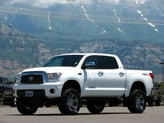 This would be the most perfect truck only if the rims were black :) Toyota Tundra