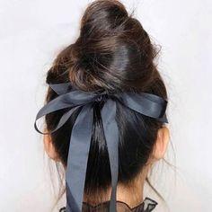 un chignon sinon rien の bun haircut coiffure coupe cheveux haar frisur / style Pretty Hairstyles, Braided Hairstyles, Blonde Hairstyles, Elegant Hairstyles, Amazing Hairstyles, Hairstyles 2018, Hair Inspo, Hair Inspiration, Luxy Hair