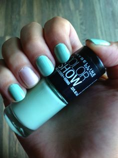 Mint and pale pink pastel nails using maybelline colorshow