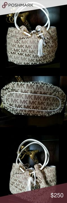 MK SIGNATURE Bag/NWOT Gorgeous MK Signature bag. Perfect color for spring and summer !  looks beautiful with any outfit for sure! Also comes w MK Dust Bag Michael Kors Bags Satchels