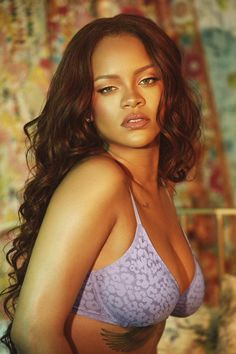 Famous singer Rihanna in her young years became the wealthiest woman in the music field. Rihanna knows how to drive fans crazy and is guaranteed to sell any product. Estilo Rihanna, Rihanna Mode, Rihanna Riri, Rihanna Style, Rihanna Bikini, Rihanna Photos, Saint Michael, Lingerie Photos, Bad Gal