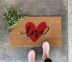 Front Door Mats, Front Door Decor, Front Porch, Valentine Theme, Valentines Diy, Valentines Hearts, Funny Valentine, Heart Decorations, Valentines Day Decorations