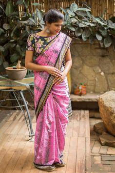 Pink Sambalpuri cotton saree with black border + black pom pom edging Indian Blouse, Sari Blouse, Saree Blouse Designs, Indian Wear, House Of Blouse, Khadi Saree, Saree Photoshoot, Indian Beauty Saree, Cotton Saree