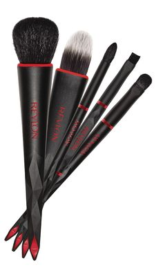 Essential Brush Kit. Create perfect makeup looks with this complete set of essential brushes designed to achieve professional results Comes with a pouch for convenient storage The kit includes: Crease Shadow, Smoky Eye, All Over Shadow, Blush and Foundation brushes. .
