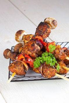 Kip shaslick van de barbecue