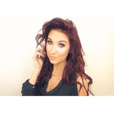 Jaclyn Hill - love her make up tutorials...