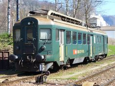 Triebwagen BDe 1632 abgestellt im Bahnhofsareal von Balsthal am Train Suisse, Swiss Railways, Train Pictures, Electric Train, Trains, Train Tracks, Diesel, Transportation, Around The Worlds
