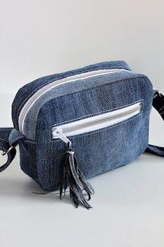 Diy Bags Jeans, Denim Tote Bags, Denim Purse, Jean Purses, Purses And Bags, Artisanats Denim, Ethnic Bag, Backpack Pattern, Denim Crafts