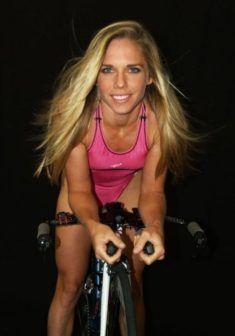 Belle femme du 51 sort avec son vélo customisé sur www.velocustom.eu