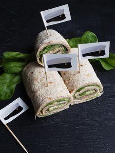 Helpot ja nopeasti valmistuvat rullat sopivat loistavasti mm. valmistujaisjuhliin. Näitä voi tarjota perinteisen voileipäkakun rinnalla ...