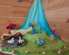 Summer seasontable for inspiration. Spring Nature Table, Autumn Nature, Felt Crafts, Wood Crafts, Felt Play Mat, Waldorf Crafts, Board For Kids, Felt Pictures, Small World Play