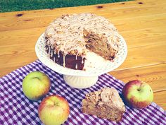 Apple cake with cinnamon crumble.