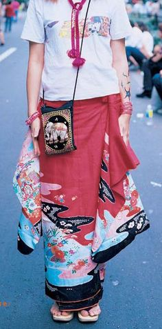 Kimono skirt from FRUiTS Magazine- check out the cool waist pleats...