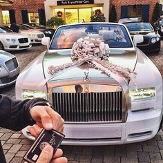 Best present ever Follow us @classybillionladies for more fashion, luxury, makeup, love and everything other billionaire lifestyle related. Follow our male branch @classybillionaires