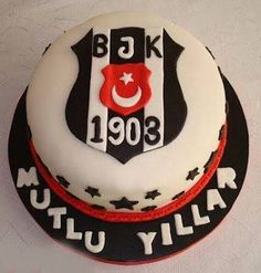 Beşiktaş doğum günü pasta resimleri – Bilgi Deryası Happy Birthday, Birthday Cake, Thing 1, Cake Designs, Bon Appetit, Desserts, Pokemon, Minecraft, Disney