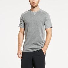 When you're pushing yourself the hardest, our Silver Charge Tee can stand the heat. Engineered with XT2® Antimicrobial Technology (yes, made with silver) to keep your tee smelling fresh and cooling zo