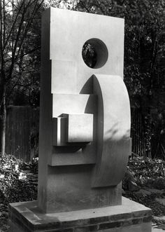 Barbara Hepworth  Monumental Stele  Blue ancaster stone, 1936