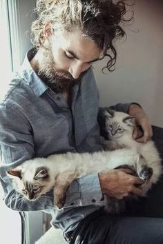 Holy crap!!! He's so hot and he loves kitties!!! Score