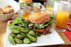 Parisian brunch: beef & roquefort burger, roasted potatoes with basil pesto.