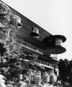 House of the Day: Russell House by Erich Mendelsohn Movement In Architecture, Modern Architecture, Modern Classic, Mid-century Modern, Erich Mendelsohn, Russell House, San Francisco, Prefabricated Houses, California Living