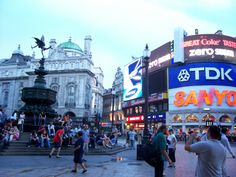 London (Picadilly Circus) - just spent the best five days exploring London...Back in florence but now I've tasted the UK I know where I'd rather be #posttraveldepression