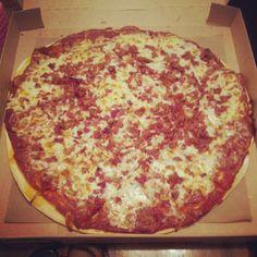 This pizza was so good #Larosas @rollingup_diamonds
