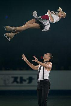 Aliona Savchenko & Robin Szolkowy, cool picture!