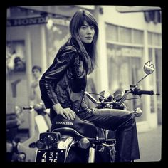 """Maybe this is a typical pic, a """"the-most-seen"""" picture oh them all… In any case, let me re-introduce Françoise Hardy and her Honda…. #beauty #honda #babe #retro #classic #bcncaferacer @gerardmayway..."""