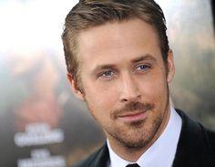 El actor canadiense Ryan Gosling, famoso por sus películas Diario de una pasión y Blue Valentine, presentó el día de ayer Lost river, su ópera prima como director en el Festival de Cannes. Encuentra los mejores títulos de películas en el catálogo de Linio. http://www.linio.com.mx/libros-y-musica/cine/