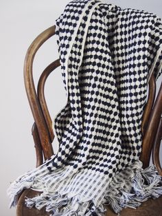 pom-pom-black-and-white-turkish-towels-8.jpg