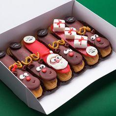 1,069 vind-ik-leuks, 12 reacties - Sweets Certified (@sweetscertified) op Instagram: 'Christmas Spirt Eclairs by @eclair_littleartwork '