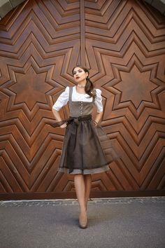 Love the brown Traditional German Clothing, Traditional Dresses, Look Rock, Drindl Dress, German Women, German Fashion, Costume Patterns, Flattering Dresses, Folk Costume