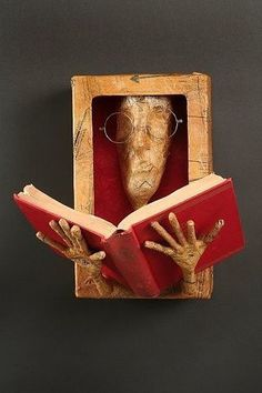 Creative Ways to Repurpose Old Books Plus Infographic - sculpture Book Crafts, Paper Crafts, Altered Book Art, Book Folding, Assemblage Art, Old Books, Art Plastique, Sculpture Art, Sculpture Ideas