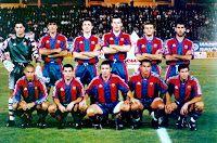 F. C. BARCELONA - Barcelona, España - Temporada 1996-97 - Vitor Baia, Miguel Ángel Nadal, Popescu, Blanc, Luis Enrique, Guardiola; Ronaldo, Sergi, Stoichkov, Giovanni y Figo - S. D. COMPOSTELA 1 (Ohen) F. C. BARCELONA 5 (William Amaral p.p., Giovanni, Ronaldo 2, Figo) - 12/10/1996 - Liga de 1ª División, jornada 7 - Compostela, La Coruña, Estadio Multiusos de San Lázaro - En este partido, Ronaldo marcó un gol absolutamente antológico. Al final, el Barsa fue 2º en la Liga, con Mark Robson de entre Fc Barcelona, Barcelona Football, Premier League, Football Team Pictures, Great Team, Lionel Messi, Milan, Coaching, History