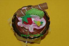 Felt kiwi cupcake gift box
