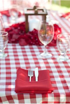 Red gingham dining!