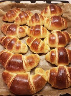 Croissante pufoase. – Lorelley.blog Fun Baking Recipes, Baby Food Recipes, Cake Recipes, Dessert Recipes, Cooking Recipes, Croissant, Cooking Bread, Bread Baking, Pollo Frito Kfc