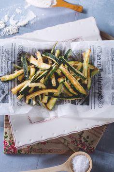 Le #zucchine #fritte possono essere servite come appetitoso contorno o stuzzicante aperitivo in alternativa alle patatine: anche i bambini le adoreranno! ( #fried #zucchini ) #Giallozafferano #recipe #ricetta #fries