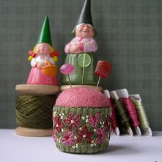 love this bottlecap pincushion!
