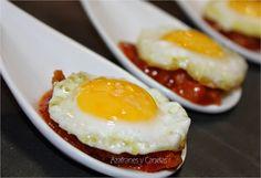 Huevos con pisto   Azafranes y Canelas