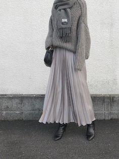 Outfits Otoño, Casual Fall Outfits, Fashion Outfits, Long Skirt Fashion, Modest Fashion, Elegantes Business Outfit, Grey Fashion, Womens Fashion, October Fashion